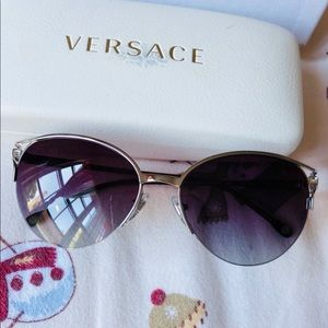 Versace sunglasses! Including box and case